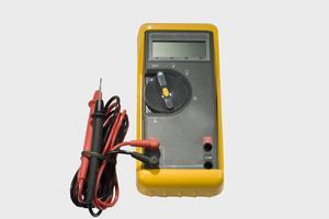Hvordan til at teste elektroniske komponenter med et multimeter