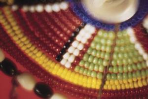 Hvordan man laver en Beaded Armbånd med Skinny Beads