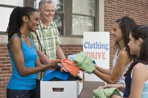 Steder at donere tøj i Los Angeles til hjemløse