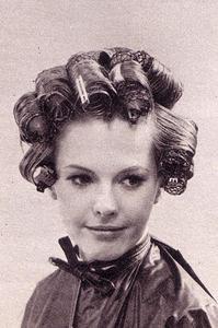 Frisurer ved hjælp af curlere for langt hår