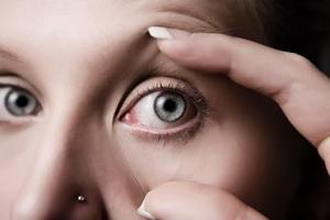 Hvordan til at fortælle om din næse piercing lukket