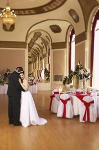Hvad er nogle ideer til at skrive på bordkort til et bryllup?
