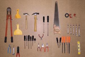 De bedste ideer til at hænge værktøj i en stald