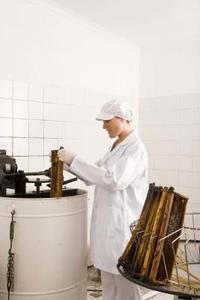 Sådan fjernes honning uden en emhætte