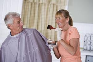 Hvordan til at farve resistente grå hår effektivt og korrekt