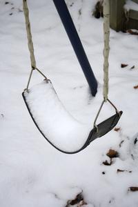 Hvordan sikrer en Metal Swing Set i jorden