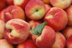 Sådan Frys Peaches til senere brug
