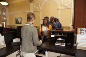 Hvordan man åbner en gratis checkkonto med ingen kredit check