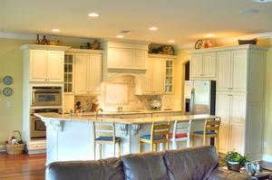 Sådan bruges Gloss eller Halvblank slutter på Kitchen Cabinets
