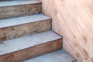 Hvad kan jeg bruge til at lave trapper mindre glat?