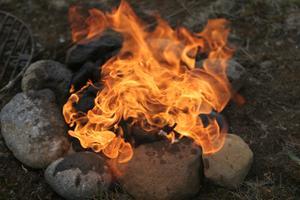 Hvordan til at bygge en brand pit hjemme