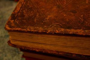 Sådan Find ud af værdien af en gammel bog