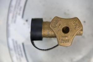 Sådan Juster Propan Tank Regulator på en gasgrill