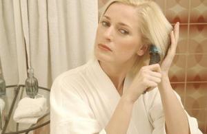 Hvordan man bruger en toner på Blond Hair