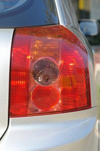 Sådan Udskift Stoplyskontakt på en 1996 Corolla