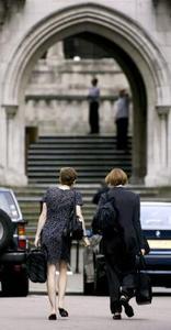 Hvordan bliver en praktikant advokat i UK