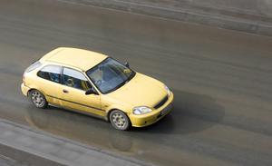 Kan jeg køre min vens bil, hvis jeg ikke har forsikring?