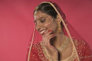 Hvordan man laver en Wedding Card for en indisk bryllup