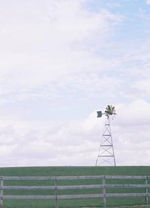Hvordan til at bygge en vindmølle med en generator
