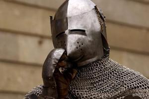 Hvilke materialer blev brugt til at lave Medieval Armor?