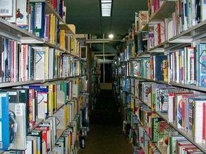 Hvordan man kan sætte fiction bøger i alfabetisk orden i den offentlige bibliotek