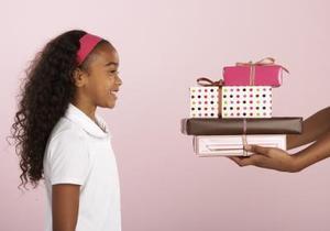 Fødselsdagsgave ideer til otte år gamle piger