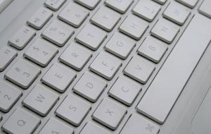 Hvordan du tilslutter en Dell Laptop til en projektor