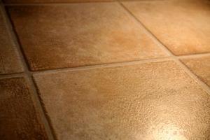 Hvordan at rengøre porøse gulvfliser
