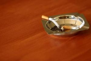 Hvordan du fjerne duften af cigaret røg?