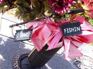 Liste over forsyninger til at gøre blomsterdekorationer til gravsten