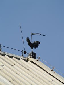Sådan installeres tagrender på metal bygninger