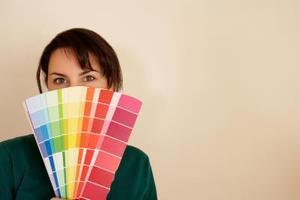 Hvordan vælger maling farver til en stue med Loft