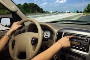 Sådan Drej Radio igen efter et dødt batteri på en 2004 Honda CRV