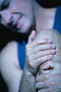 Hvad er årsagerne til smerter i knæet om natten?