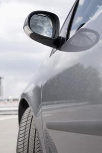 Hvordan du udskifter en Volvo førersiden bakspejl