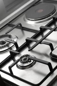 Hvordan at rengøre bagt-on fedt på komfur riste