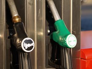 Sådan ændres Fuel Filter på en Nissan