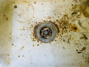 Hvordan kan jeg reparere en Farmhouse køkkenvask?