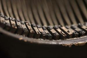 Sådan fjernes rust i en underskov skrivemaskine