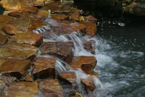 Hvordan man opbygger Rock Vandfald Brug Black Pond Foam