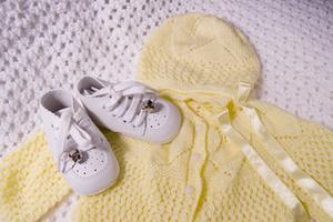 Sådan fjerner gule pletter på lagret babytøj