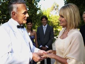 Hvordan man kan indarbejde stedbørn i dit bryllup vows