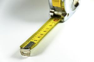 Hvordan kontrollerer jeg min højde uden en lineal?