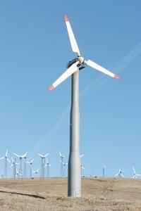 Hvordan til at bygge en vindmølle ved hjælp af en bil dynamo