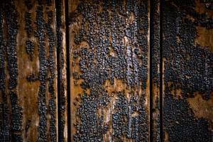 Sådan fjernes røg lugt fra Burnt Wood