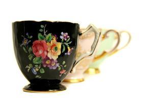 Hvordan laver håndværk ved hjælp af te kopper og underkopper