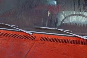 Sådan fjernes forruden viskerblade