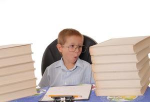 Hvordan man skriver en bog rapport for et barn