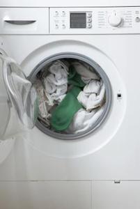 Sådan fjernes en muggen lugt fra vaskemaskine