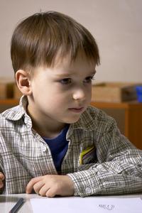 Hvordan man skriver en Montessori statusrapport for børn i førskolealderen
